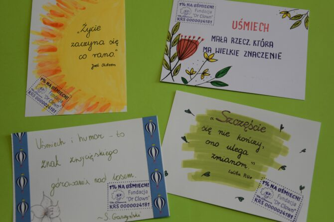 """Kartki z życzeniami dla pacjentów w ramach akcji Fundacji Dr Clown """"Wszystkiego dobrego dla chorego"""""""