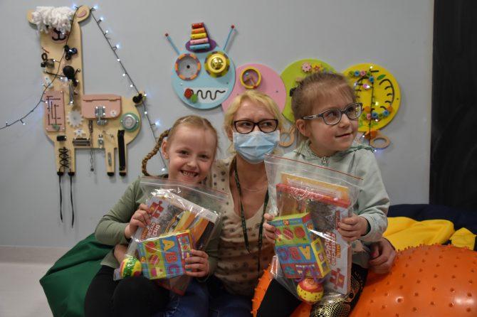 Pacjenci dziecięcych oddziałów ortopedycznych obdarowani przez Fundację Funkomitywa